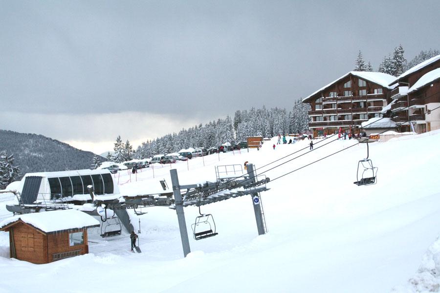 Télésiège au pied de l'immeubleAppartement en Location à Bisanne 1500 - Villard sur Doron - Savoie - Alpes