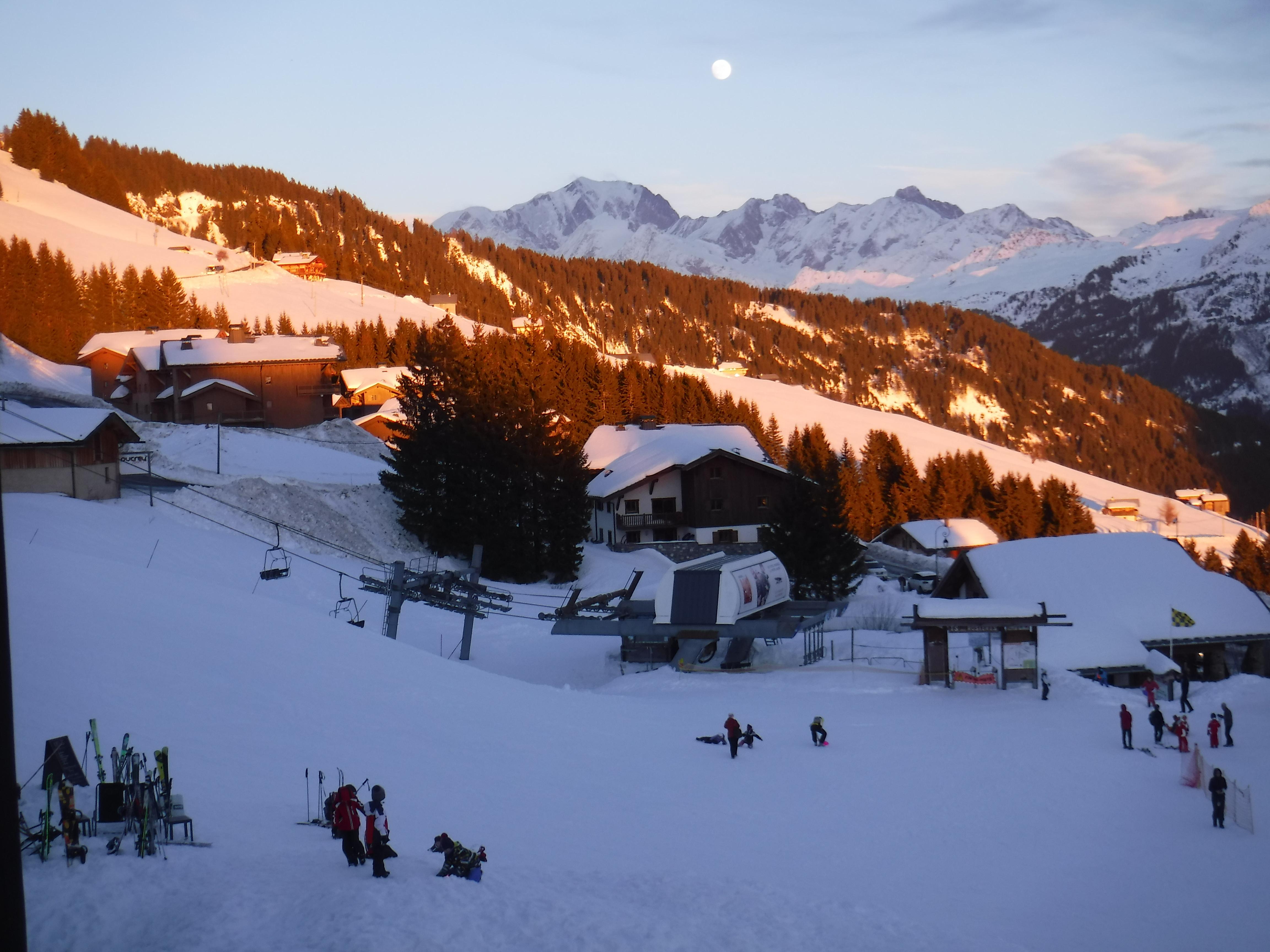 Coucher de soleil sur le Mont-BlancAppartement en Location à Bisanne 1500 - Villard sur Doron - Savoie - AlpesAppartement en Location à Bisanne 1500 - Villard sur Doron - Savoie - Alpes